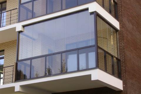 Теперь застройщики могут стеклить балконы выше 3 этажа